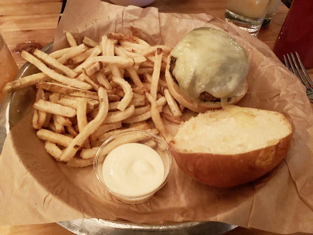 Contigo Burger   Mueller Neighborhood